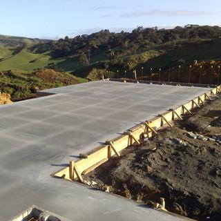 Post concrete pour raft floor
