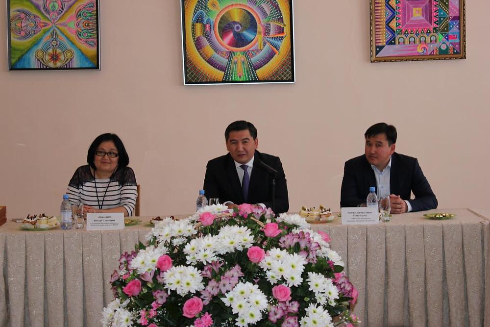 Встреча министра А. Саринжипова с воспитанниками детского дома Астаны 2.jpg