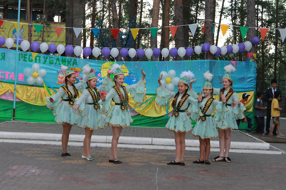 Қазақ биі. Казахский танец.JPG