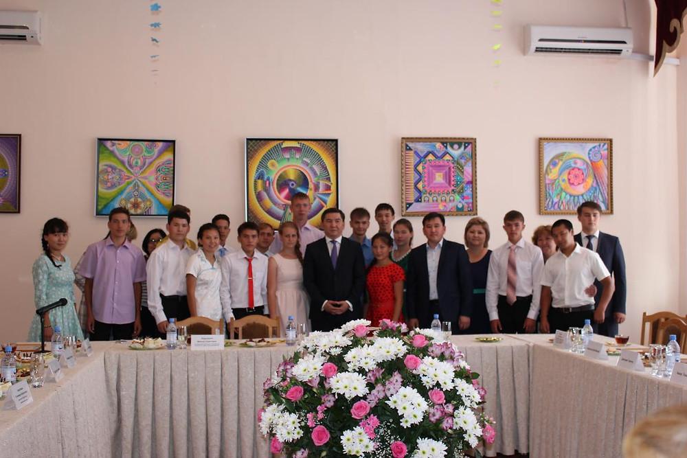 Встреча министра А. Саринжипова с воспитанниками детского дома Астаны 1.jpg