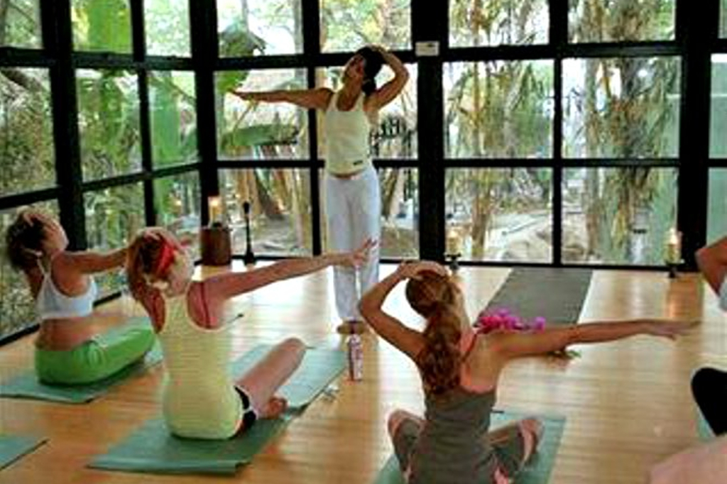 langosta_beach_club_yoga