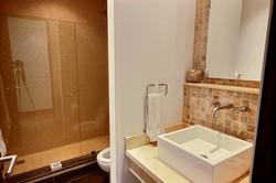 la_perla_tamarindo_112_guest_bathroom