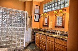 villa_melina_master_bathroom