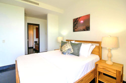 La Perla 1-6-1 Guest Bedroom