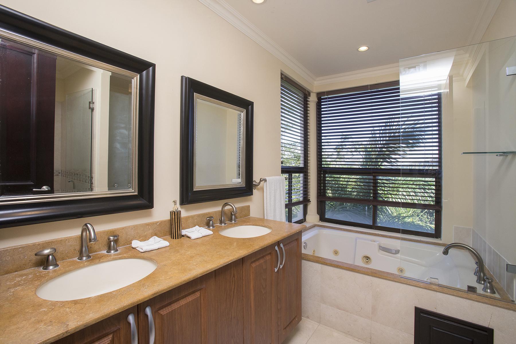 malinche_321B_master_bathroom