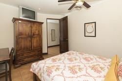 bougainvillea-6306-queen-bedroom