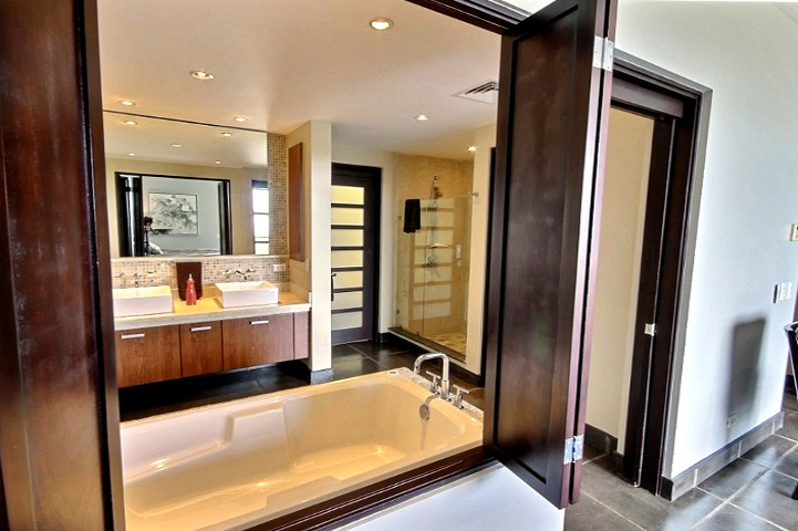 la_perla_master_bathroom-tamarindo