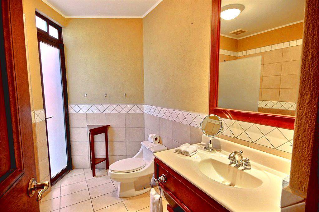 bougainvillea_6102_master_bathroom