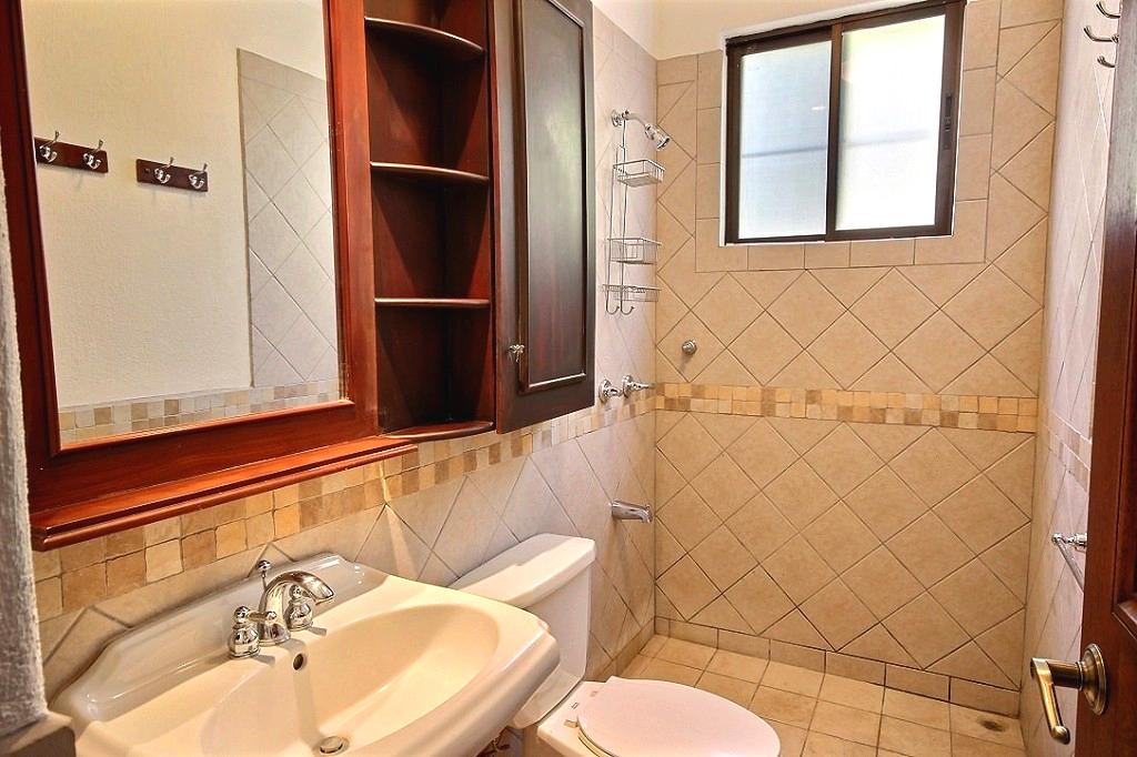 bougainvillea_3103_guest_bathroom