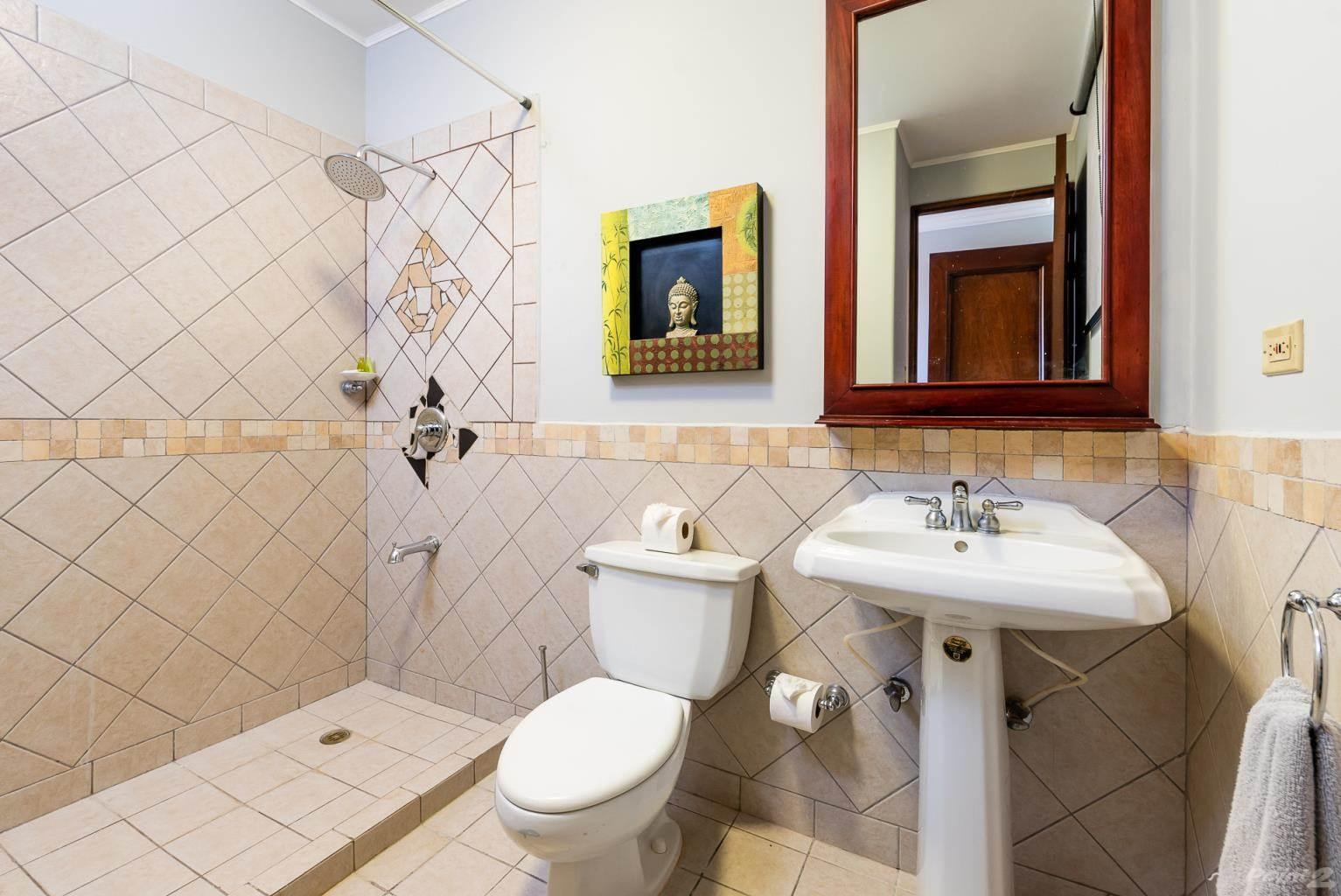 bougainvillea_8103_bathroom_shower
