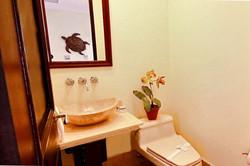 malinche_320B_half_bathroom