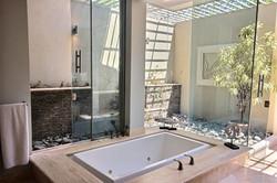 villa_serena_master_bathtub