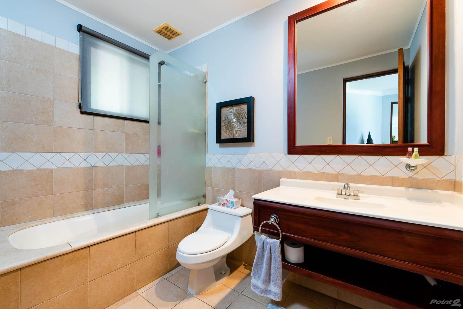 bougainvillea_8103_master_bathroom