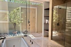 villa_serena_master_showers