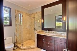 villa_serena_guest_bathroom