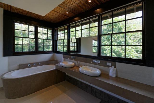 venados_20_one_of_the_master_bathrooms
