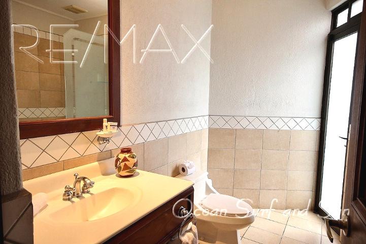 bougainvillea_5101_master_bathroom