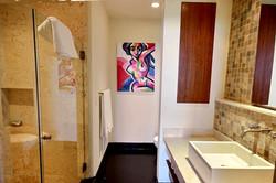 la_perla_6_3_bathroom
