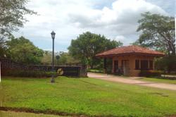 los_almendros_hacienda_pinilla_gate