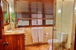 ibis_7_guest_bathroom