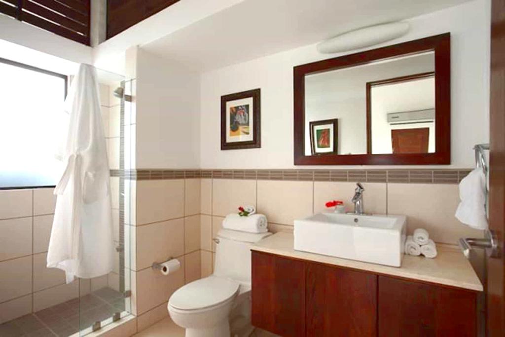 villa_selmena_ensuite_bathroom