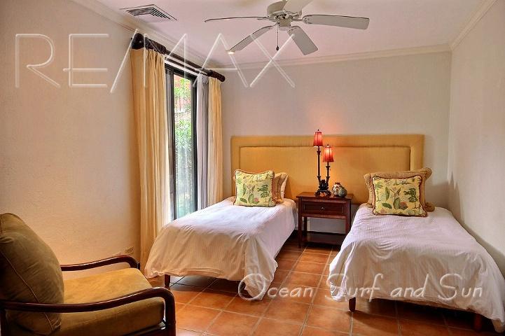 bougainvillea_5101_second_bedroom