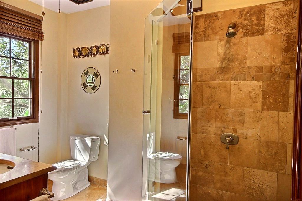 ibis_condo_master_bathroom