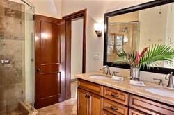 ibis_tamarindo_6_master_bathroom