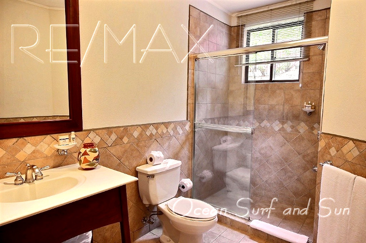 bougainvillea_5101_second_bathroom