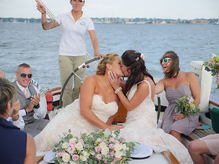 Kiss-on-the-boat-1024x768.jpg