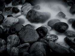 Black+and+White+River+Rocks+Wallp+TLG