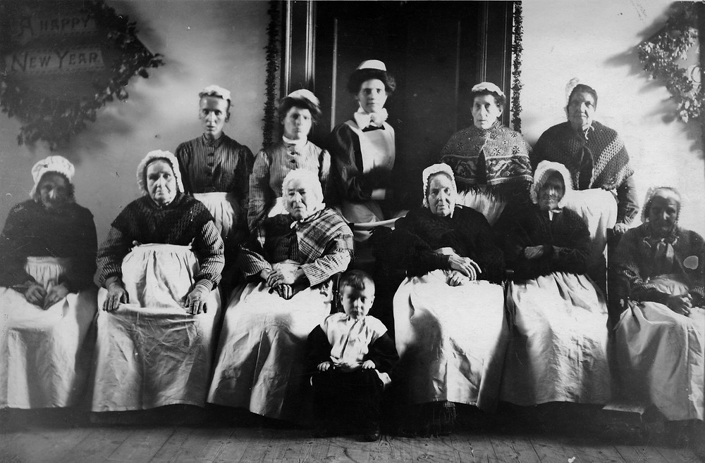 Inmates at Wimborne Union Workhouse (1905), courtesy of Priest's House Museum