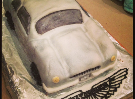 Aston Martin – 007 eat your heart out….or cake out!