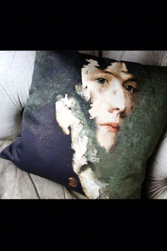 portrait-cushions-by-chad-wys-tom-green-18677-p[ekm]335x502[ekm]