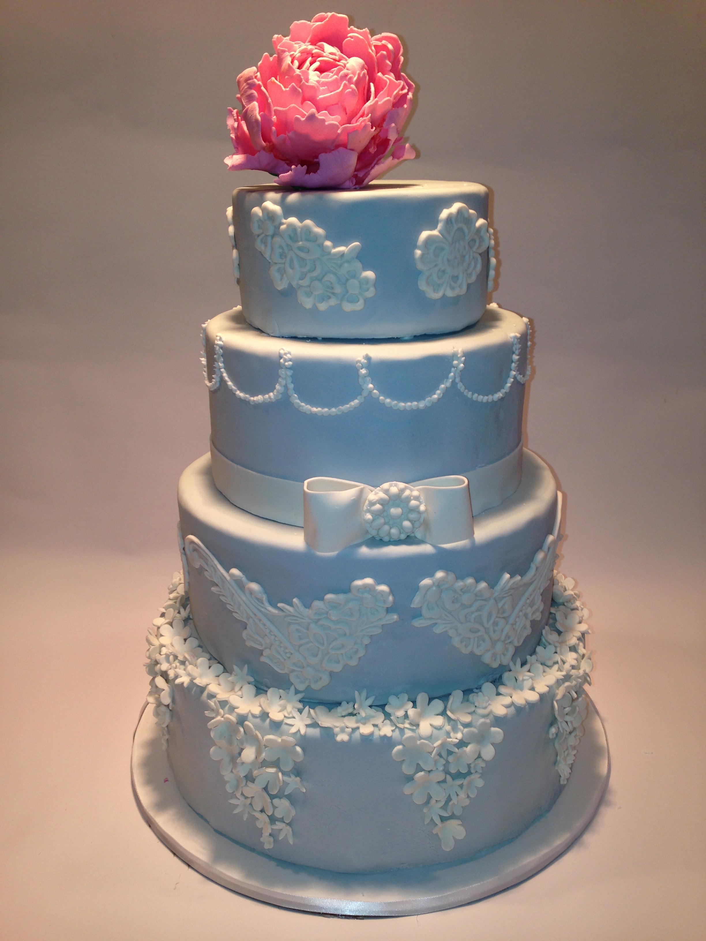 Wedgewood China inspired cake