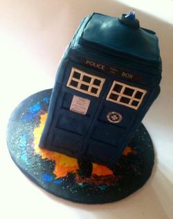 3D Dr. Who Tardis Cake