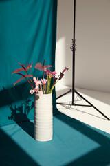 Große Vasen in weiß/natur