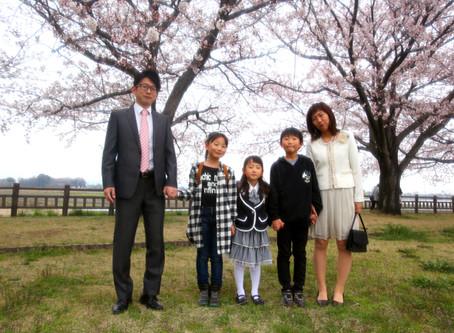 出張女性カメラマン・入学記念写真を桜の前で残しませんか?