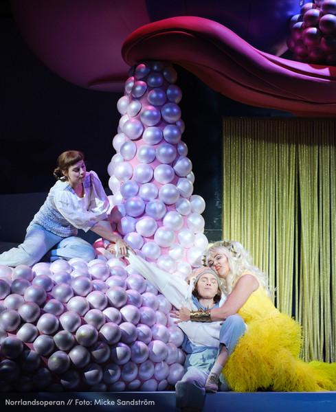Hänsel und Gretel at Norrlandsoperan, photo Micke Sandström