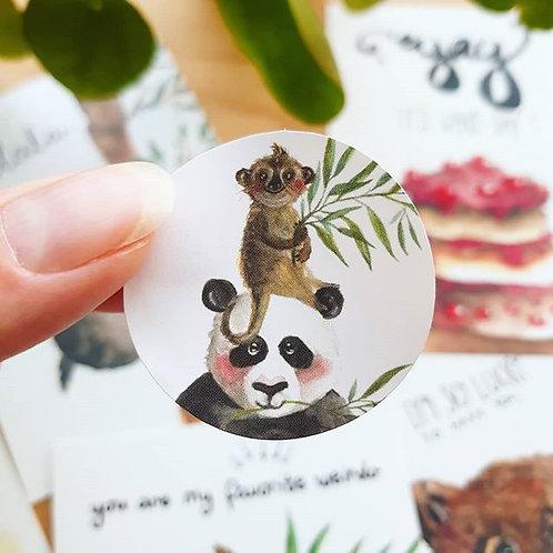'Panda en stokstaartje' Sticker rond per 4 stuks
