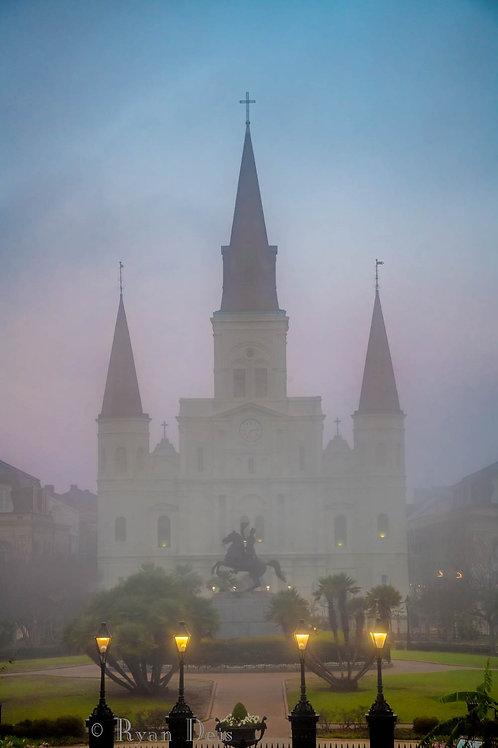 Cathédrale à Travers Le Brouillard