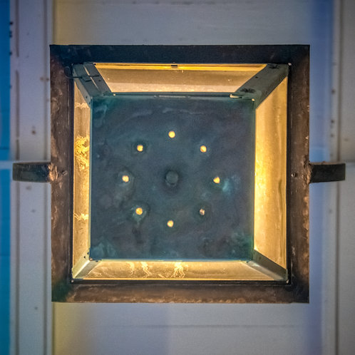 D1C3 Dot-Lamp From Below