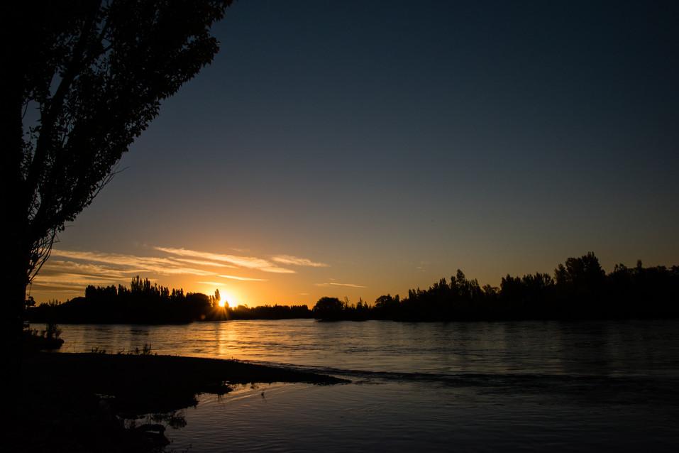 Coucher de soleil sur le Río Limay