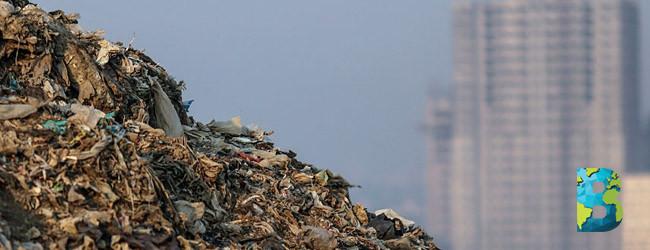 montaña de basura más grande que Taj Mahal