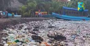 'Tsunami' de basura plástica llega a las playas de Omoa, Honduras. #OcéanoPlástico