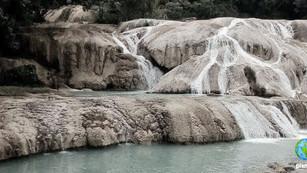 Grieta 'seca' las cascadas de Agua Azul