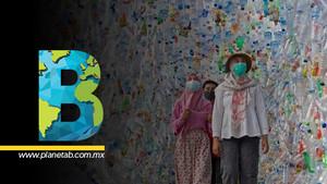 'Museo plástico', una exhibición de botellas y bolsas de plástico que destaca la crisis que vivimos