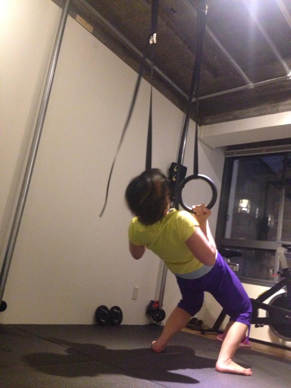 吊り輪トレーニングで体幹トレーニング
