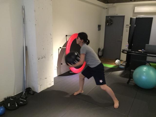 京都 パーソナルトレーニングジム ボールトレーニング