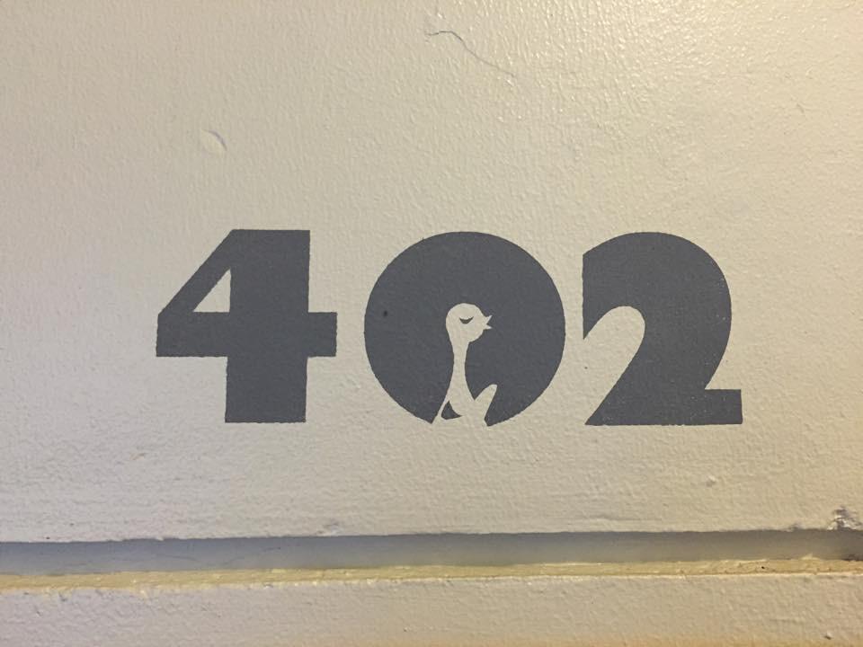 つくるビル402号室の表札です。デザインがかわいいですね。